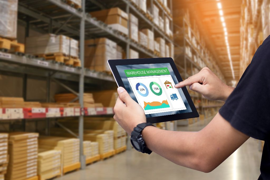 Man holds tablet in a warehouse dropshipping lifestyle review